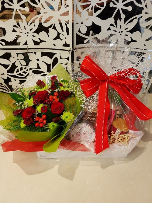 Testimonial for Christmas Posy and Festive Treats - FREE GIFT CANDLE